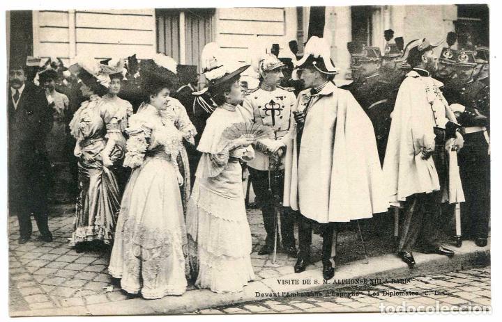 VISITE DE S.M. ALPHONSE XIII A PARIS. DEVANT L´AMBASSADE D´ESPAGNE. LES DIPLOMATES. CLC ALFONSO XIII (Postales - Postales Temáticas - Conmemorativas)
