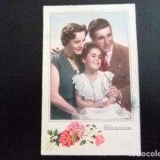 Postales: TARJETAS DE FELICIDADES - PAREJA Y NIÑA AÑO 1951. Lote 114927287