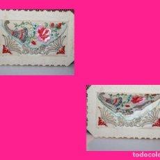 Postales: POSTAL DE FELICITACIÓN ESCRITA, BORDADA EN HILO DE SEDA Y ORO. 13,5 X 9 CM. 1930. INF. 3 FOTOS.. Lote 130121571