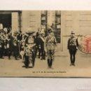 Postales: SAN SEBASTIÁN ?? POSTAL. S.S.M.M. LOS REYES DE ESPAÑA, EN UN DESFILE...(H.1900?). Lote 168612500