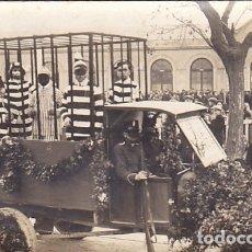 Postales: LOTE DE 5 POSTALES FOTOGRAFICAS DE LA CELEBRACION DE UN CARNAVAL . Lote 175512199