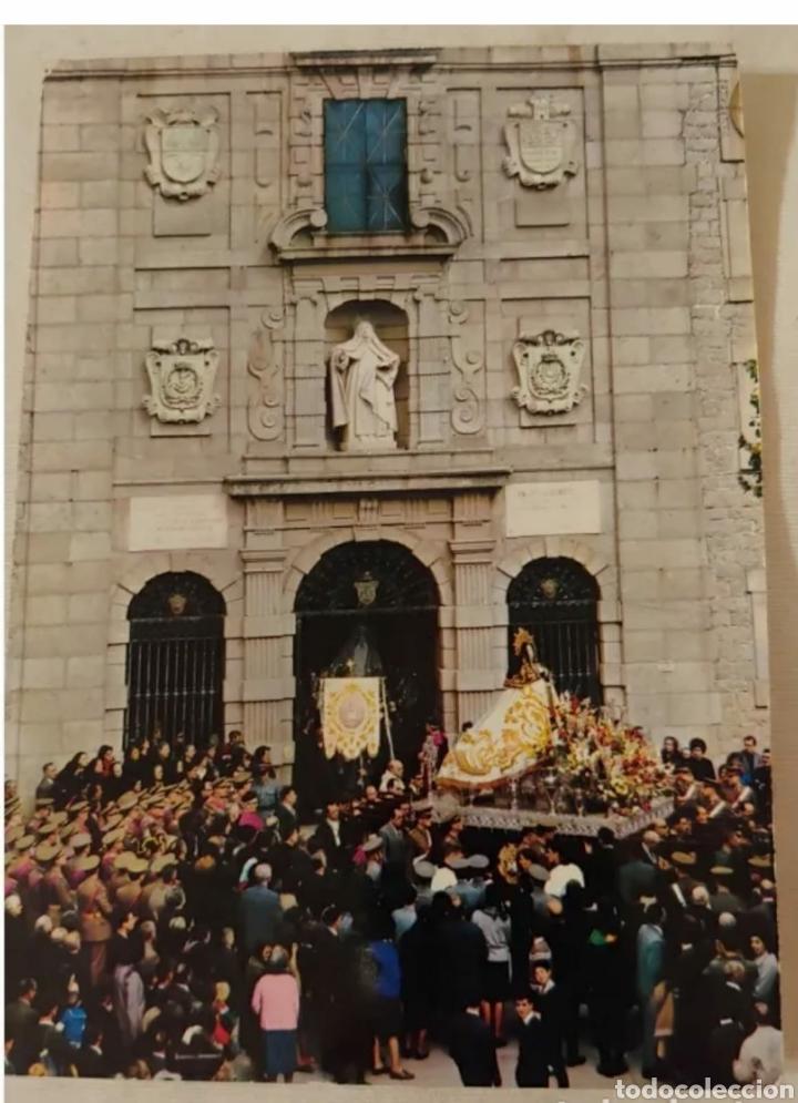 TARJETA POSTAL FOURNIER. SALIDA DE SANTA TERESA DE JESÚS DE SU CASA NATAL ÁVILA (Postales - Postales Temáticas - Conmemorativas)
