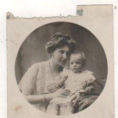 Postales: POSTAL FOTOGRÁFICA. LA REINA VICTORIA EUGENIA CON LA INFANTA BEATRIZ. 1910 MONARQUIA.. Lote 220867340