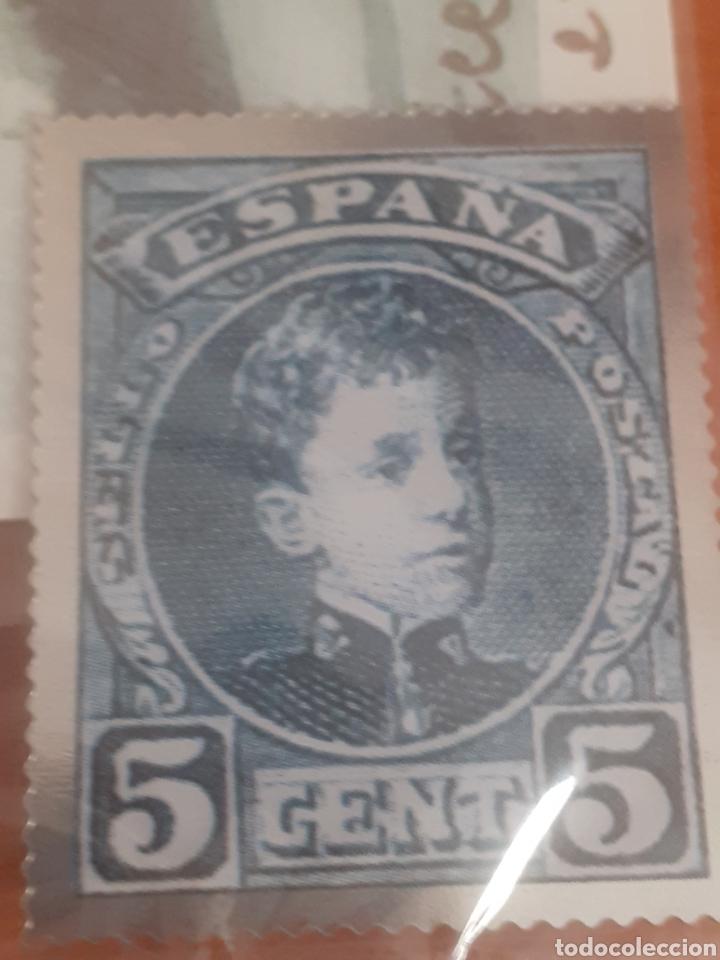 SELLO TROQUELADO DE METAL ALFONSO XLL 5 CÉNTIMOS POTAL ESTEPONA PASEO DEL CARMEN (Postales - Postales Temáticas - Conmemorativas)