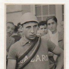 Coleccionismo deportivo: FOTOGRAFÍA ORIGINAL. CICLISMO. EL CICLISTA 'MERCH'. LAZARO.. Lote 15645544