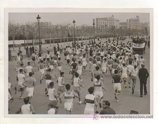 FOTOGRAFÍA ORIGINAL. 1935. ATLETISMO. CARRERA JEAN BOUIN. MOMENTO DE LA SALIDA. 13 X 18 CM. (Coleccionismo Deportivo - Postales de otros Deportes )