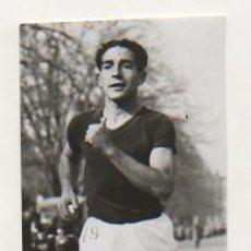 Coleccionismo deportivo: FOTOGRAFÍA ORIGINAL. 1935. ATLETISMO. ROMÀ CASTELLTORT. CAMPIÓ DE CATALUNYA DE MARXA. 11 X 6,5 CM.. Lote 16569988