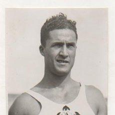 Coleccionismo deportivo: FOTOGRAFÍA ORIGINAL. 1935. ATLETISMO. DECATHLON. MARIÑO, VENCEDOR ABSOLUTO DEL CAMPEONATO DE ESPAÑA.. Lote 16570094