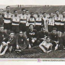 Coleccionismo deportivo: FOTOGRAFÍA ORIGINAL. 1935. ATLETISMO. MATCH ESPAÑA - PORTUGAL. LOS ATLETAS PORTUGUESES. 10,5 X 16 CM. Lote 16570127