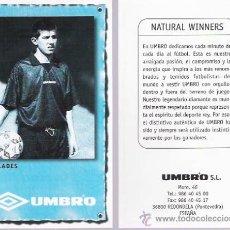 Coleccionismo deportivo: POSTAL DEL FUTBOLISTA CELADES CON PUBLICIDAD DE LA MARCA UMBRO.. Lote 27449405