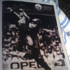 Coleccionismo deportivo: FOTOGRAFÍA DE MARADONA. PÁGINA DE PRENSA.. Lote 23095545