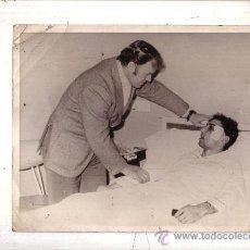 Coleccionismo deportivo: QUINI DEL SPORTING DE GIJON Y KUBALA SELECCIONADOR NACIONAL FOTOGRAFIA 1972 .. Lote 30378520