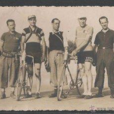 Coleccionismo deportivo: CICLISMO - EN REVERSO TAMPÓN FOTOGRAFÍAS POR ALVARO Y EN LÁPIZ SANTANDER - P9837. Lote 50512147