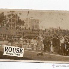 Coleccionismo deportivo: ATLETISMO - POSTAL FOTOGRAFICA DE ATLETISMO EN BARCELONA , AÑOS 20. Lote 50555589