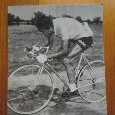 Coleccionismo deportivo: POSTAL DE FEDERICO MARTÍN BAHAMONTES (1983) VENCEDOR DEL TOUR DE FRANCIA 1959. Lote 54586827