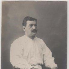 Coleccionismo deportivo: JUGADOR DE CESTA-PUNTA (PELOTA VASCA). POSTAL FOT: ESPLUGAS. ORIGINAL. AÑOS 1900S. Lote 55029881