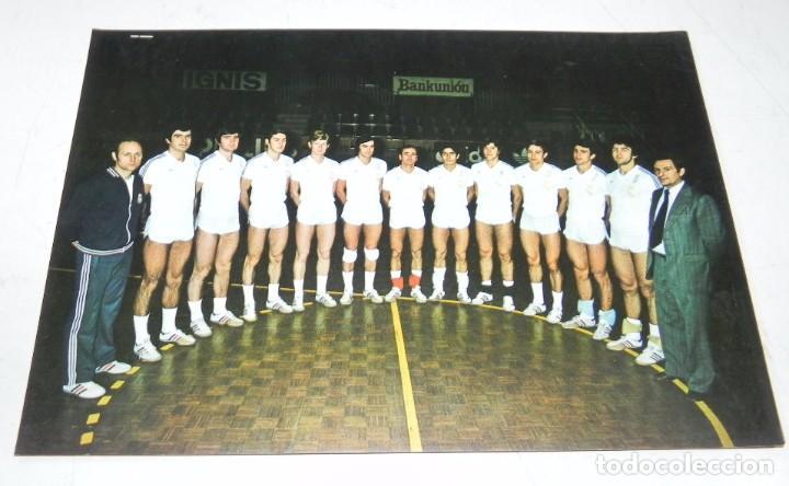 FOTOGRAFIA DEL REAL MADRID DE VOLEIBOL. CAMPEON LIGA. TEMPORADA 1976 / 77, ED. BERGAS, FOTO RAÚL CAN (Coleccionismo Deportivo - Postales de otros Deportes )