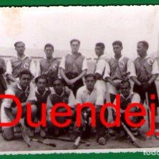 Coleccionismo deportivo: ANTIGUA FOTO/POSTAL DE EQUIPO DE HOCKEY HIERBA (POSIBLEMENTE DE VALENCIA) - LA QUE SE VE. Lote 70455933