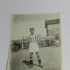Coleccionismo deportivo: FOTOGRAFIA DEL CAMPO DE FUTBOL DE MIRAMAR, SANTANDER, INSTITUTO NACIONAL, AÑO 1943, MIDE 8,3 X 6 CMS. Lote 83356628