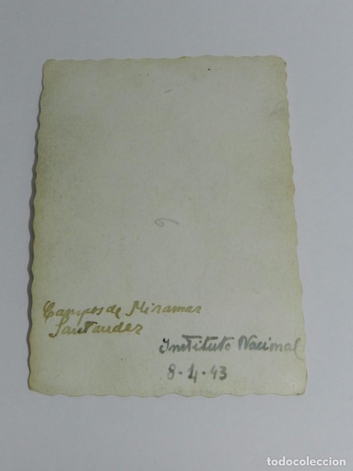 Coleccionismo deportivo: FOTOGRAFIA DEL CAMPO DE FUTBOL DE MIRAMAR, SANTANDER, INSTITUTO NACIONAL, AÑO 1943, MIDE 8,3 X 6 CMS - Foto 2 - 83356628