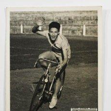 Coleccionismo deportivo: POSTAL CICLISMO CICLISTA DIA DEL SELLO 1959 GUINEA MATASELLOS DE FERNANDO POO 13,50 X 9 CM, MUY RARA. Lote 83590368