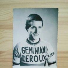 Coleccionismo deportivo: POSTAL FOTO TOM SIMPSON GITANE GEMINIANI LEROUX CICLISMO TOUR MONT VENTOUX GREAT BRITAIN CICLE. Lote 94341922