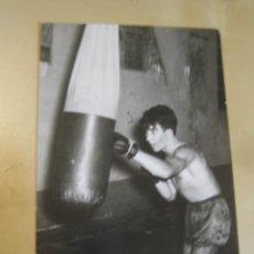 Coleccionismo deportivo: INTERESANTE POSTAL ORIGINAL ANTIGUA BOXEO BOXEADOR FOTO BOHIGAS MANRESA. Lote 106310359
