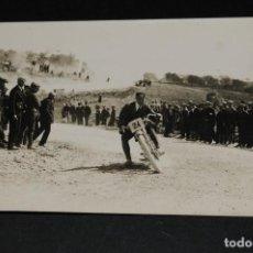Coleccionismo deportivo: ANTIGUA TARJETA POSTAL FOTOGRÁFIA BADOSA. PRUEBA MOTOCICLISTA AÑOS 1920 BARCELONA 3. Lote 128642799