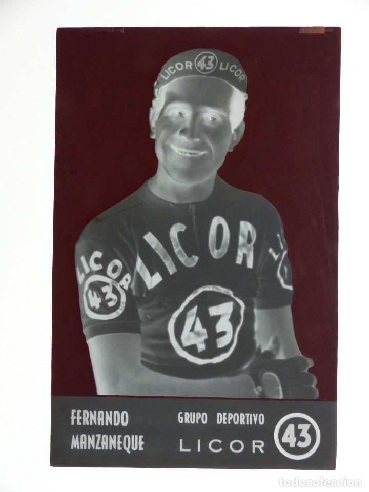Coleccionismo deportivo: FERNANDO MANZANEQUE, LICOR 43 CICLISMO, CLICHE ORIGINAL, NEGATIVO EN CELULOIDE - ED. ARRIBAS - Foto 2 - 130186375