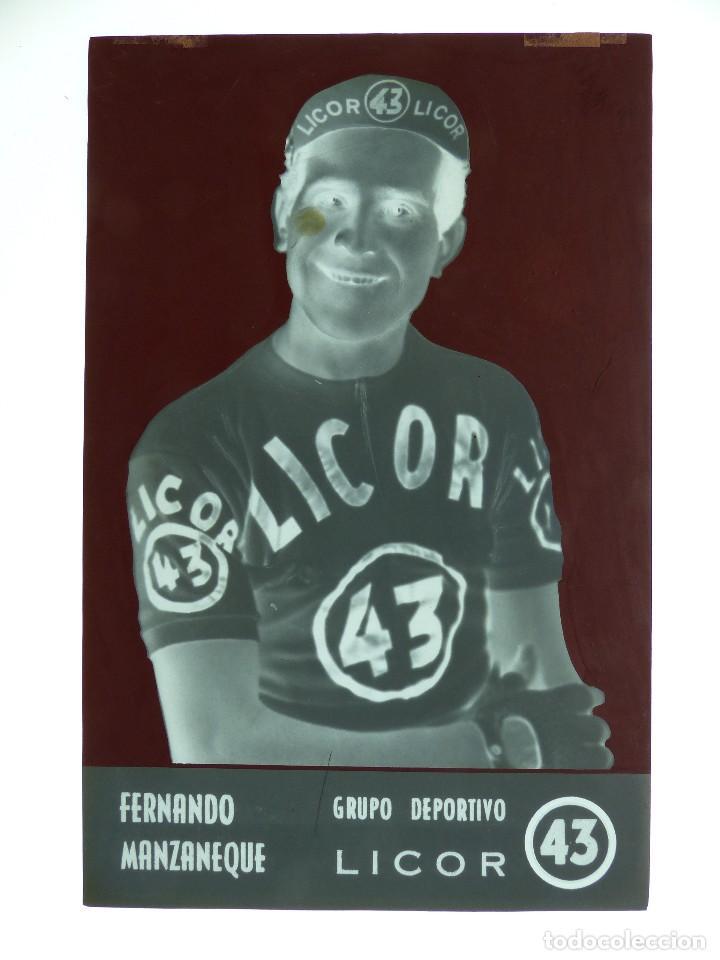 Coleccionismo deportivo: FERNANDO MANZANEQUE, LICOR 43 CICLISMO, CLICHE ORIGINAL, NEGATIVO EN CELULOIDE - ED. ARRIBAS - Foto 2 - 130187219