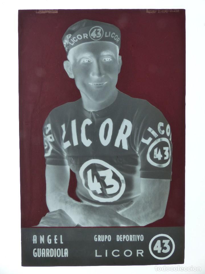 Coleccionismo deportivo: ANGEL GUARDIOLA, LICOR 43 CICLISMO, CLICHE ORIGINAL, NEGATIVO EN CELULOIDE - ED. ARRIBAS - Foto 2 - 130187887