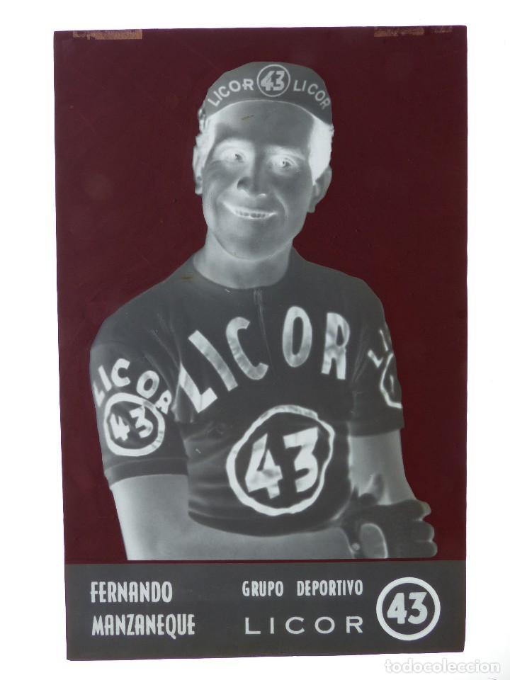 Coleccionismo deportivo: FERNANDO MANZANEQUE, LICOR 43 CICLISMO, CLICHE ORIGINAL, NEGATIVO EN CELULOIDE - ED. ARRIBAS - Foto 2 - 130188199