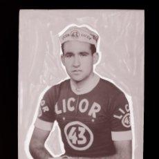Coleccionismo deportivo: ESTEBAN MARTIN, LICOR 43 CICLISMO, CLICHE ORIGINAL, NEGATIVO EN CELULOIDE - ED. ARRIBAS. Lote 130188387