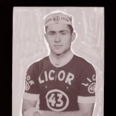 Coleccionismo deportivo: RAUL REY, LICOR 43 CICLISMO, CLICHE ORIGINAL, NEGATIVO EN CELULOIDE - ED. ARRIBAS. Lote 130188679