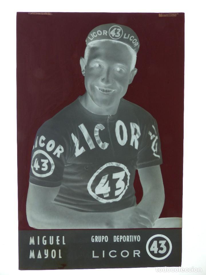 Coleccionismo deportivo: MIGUEL MAYOL, LICOR 43 CICLISMO, CLICHE ORIGINAL, NEGATIVO EN CELULOIDE - ED. ARRIBAS - Foto 2 - 130189607