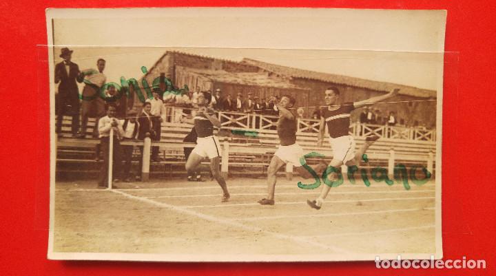 ATLETAS DE LA ANTIGUA SECCIÓN DE ATLETISMO DEL VALENCIA C.F. COMO DONATIVO ALL AMIGO LUIS ARCHELOS (Coleccionismo Deportivo - Postales de otros Deportes )