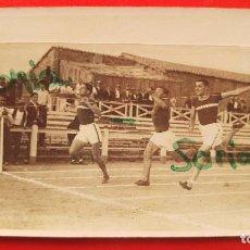 Coleccionismo deportivo: ATLETAS DE LA ANTIGUA SECCIÓN DE ATLETISMO DEL VALENCIA C.F. COMO DONATIVO ALL AMIGO LUIS ARCHELOS. Lote 136296894