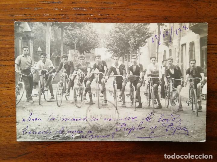 POSTAL FOTOGRAFICA - GRUPO DE CICLISTAS - CIRCULADA 1924 - BUEN ESTADO (Coleccionismo Deportivo - Postales de otros Deportes )
