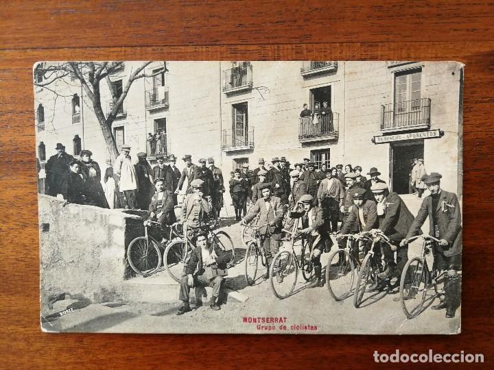 POSTAL DE MONTSERRAT ( BARCELONA ) - GRUPO DE CICLISTAS (Coleccionismo Deportivo - Postales de otros Deportes )