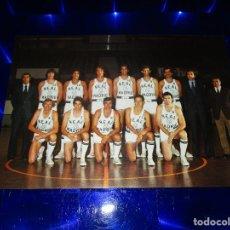 Coleccionismo deportivo: POSTAL REAL MADRID ( EQUIPO BALONCESTO - TEMPORADA 1975-76 ) - CORBALAN - COUGHRAN - CABRERA .... Lote 150954602