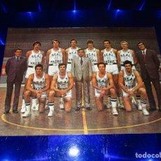 Coleccionismo deportivo: POSTAL REAL MADRID ( EQUIPO BALONCESTO ) - BERGAS INDUSTRIAS GRAFICAS - SIN CIRCULAR. Lote 150954990