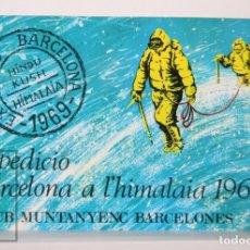 Coleccionismo deportivo: POSTAL FIRMADA POR INTEGRANTES EXPEDICIÓN BARCELONA A HIMALAYA, 1969 - MATASELLOS CAMPAMENTO BASE. Lote 170933190