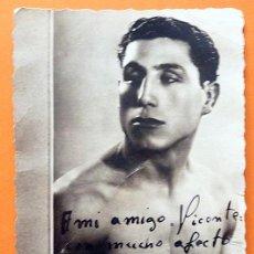Coleccionismo deportivo: EUSEBIO LIBRERO (CAMPEON DE ESPAÑA DE BOXEO PESO GALLO) - POSTAL DEDICADA Y FIRMA AUTÓGRAFA - 1942. Lote 171149157