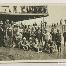 Coleccionismo deportivo: CLUB NATACIÓN BARCELONA. GRUPO DE NADADORES. POSTAL FOTOGRÁFICA. (C. 1910) WATERPOLO.. Lote 178667061