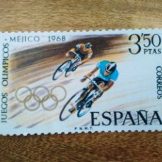 Coleccionismo deportivo: POSTAL TROQUELADA FORMA SELLO JUEGOS OLÍMPICOS MÉXICO 1968. CORREOS ESPAÑA 1999. CICLISMO. Lote 194027112