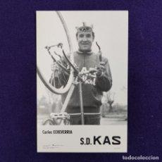 Coleccionismo deportivo: POSTAL DEL EQUIPO CICLISTA S.D. KAS. CARLOS ECHEVERRIA. AÑO 1969. F ARQUE. CICLISMO. VITORIA. ALAVA.. Lote 196083375