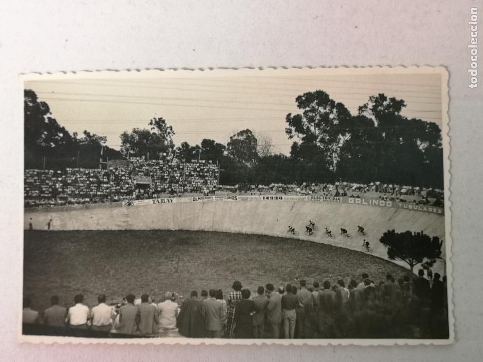 FOTOGRAFÍA DE UN VELODROMO ESPAÑOL AÑOS 40 (Coleccionismo Deportivo - Postales de otros Deportes )