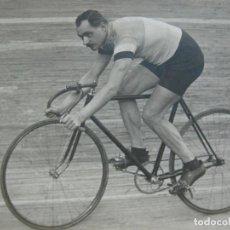 Coleccionismo deportivo: CICLISMO-CICLISTA-POSTAL FOTOGRAFICA ANTIGUA-(71.358). Lote 207865198