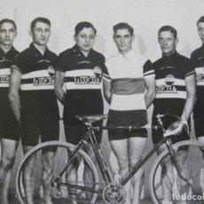 Coleccionismo deportivo: CICLISMO-CAMPEONATO AMATEUR FRANCIA 1932-CICLISTAS-FOTOGRAFICA-POSTAL ANTIGUA-(71.807). Lote 209147742