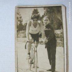 Coleccionismo deportivo: CICLISMO-CICLISTA-FOTOGRAFICA-POSTAL ANTIGUA-(74.671). Lote 220891298